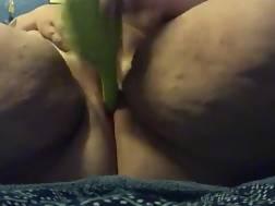 curvy babe uses masturbate